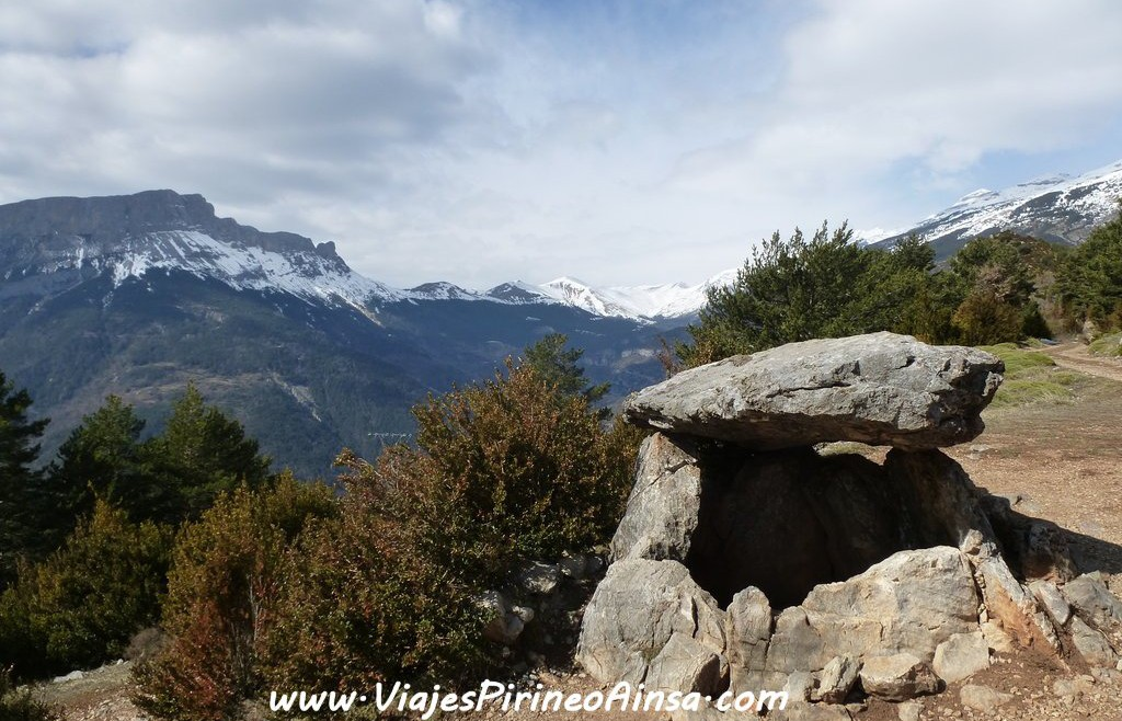 Ruta de senderismo: Tella, brujas, creencias, dolmen y cueva del oso cavernario (Escalona, Huesca, España)